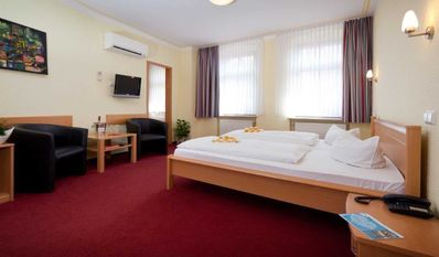 """Photo for Rooms - Hotel-Pension """"Am Schwanenteich"""""""