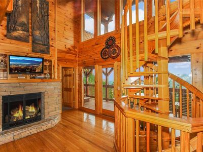 Photo for Grand View Lodge: 3 BR / 4 BA cabin in Pigeon Forge, Sleeps 14