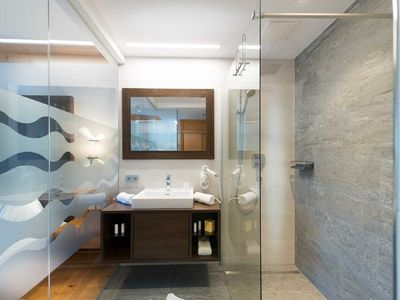 Photo for south-facing Rauriser Urquellzimmer with glazed bathroom - Hotel Alpina ****