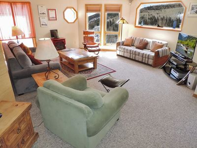 Spacious Condo has 1000 sf with lots of windows and mountain views