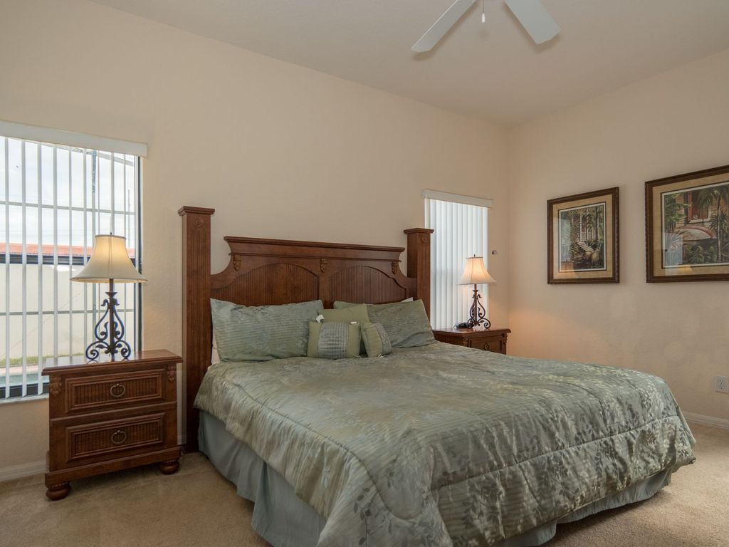 Gated, across the street from Walmart, 7 miles to Disney, Mini Golf and more!
