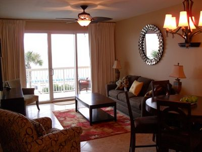 SPACIOUS LIVING ROOM AREA, LOTS OF SEATING FOR ALL GUEST,ACCESS TO THE BALCONY!