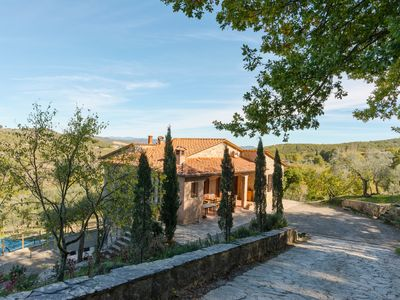Photo for Detached villa with swimming pool and pizza oven for groups up to nine people.