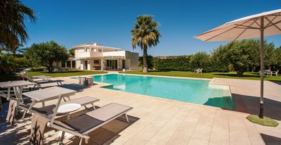 Photo for Luxury villa-free wifi-swimming pool with jacuzzi, BBQ, 1 extra cleaning