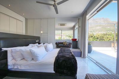Main Bedroom with Views of Table Mountain, Lions Head & Signal Hill