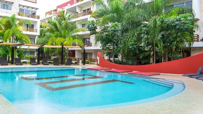 The most spacious and beautiful pool in Playa! Children's pool area too!