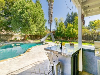 Resort-Style 4BR w/ Heated Pool, Fire Pit & Outdoor Kitchen - Near Downtown