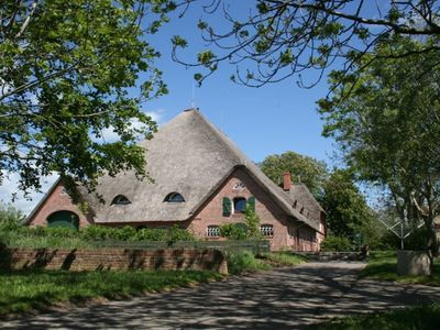 Photo for Apartment in the thatched cultural monument Haubarg Peerboos with Ferjenhus