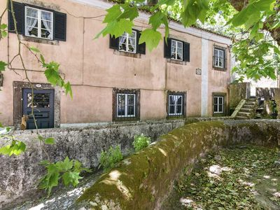 Photo for Dreamy 3-bedroom cottage with garden in Sintra