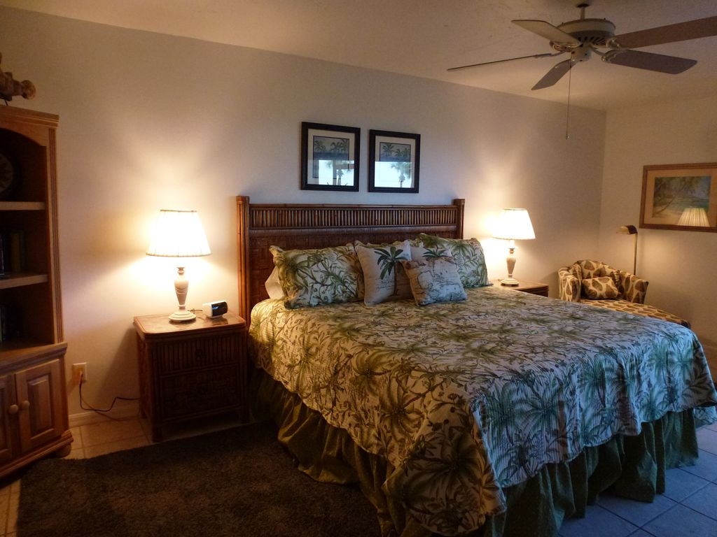 Seconds Bedroom Furniture Luxurious Comfort Just Seconds From Homeaway Sanibel Island
