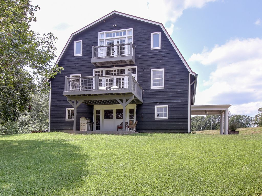 Unique Barn Apartment, 23 miles from Downt... - VRBO