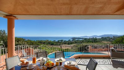 Photo for Villa for 6 people, pool, beach 400 m away, 180° panorama over the sea