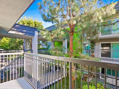 Photo for Los Angeles, Universal City 1 Bedroom Apartment with Swimming Pool