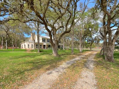 Extraordinary Plantation Style Home On 4 Acres Blending Rustic Modern Styles San Marcos