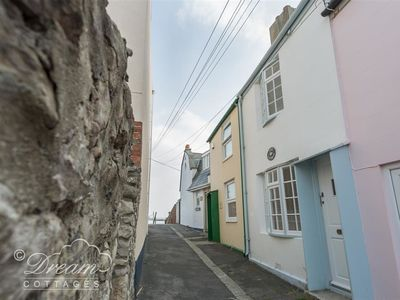 Photo for Cove Cottage, BREWERS QUAY HARBOUR