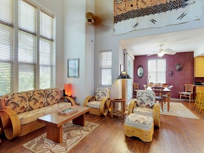 Photo for Beautifully-appointed townhouse w/ access to pools, tennis, gym, & hot tub
