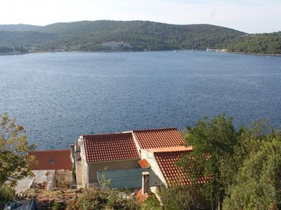 Photo for Apartment in Vis (Vis), capacity 4+0