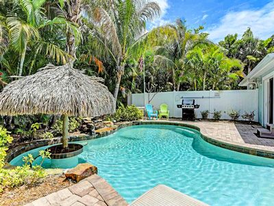 Photo for Tropical and dog-friendly retreat with a private pool - walk to beach!