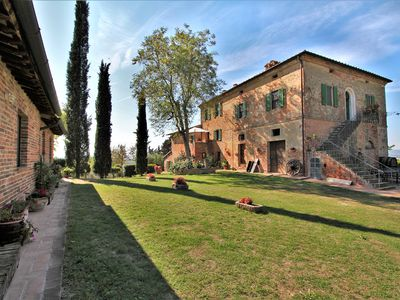 Photo for Tuscan farmhouse of the seventeenth century with private swimming pool among vineyards, olive groves and UNESCO sites