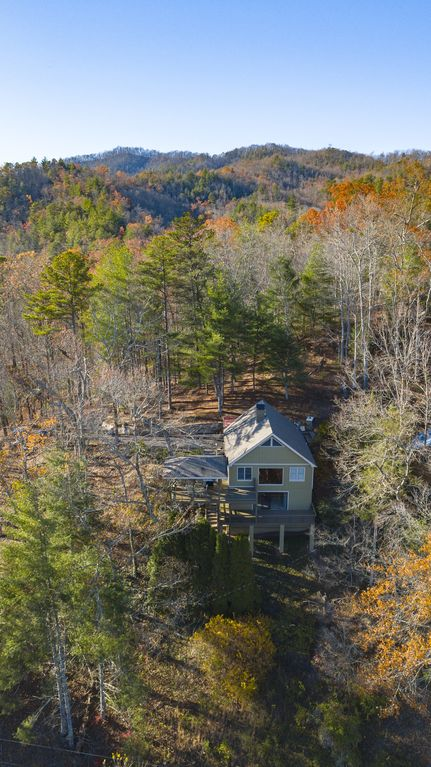 Deals gap tail of the dragon lake view wi homeaway for Deals gap cabin rentals