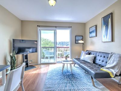 Photo for Lake View 2 bdr Apt in Queen Anne - APT A