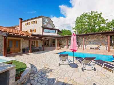 Photo for Holiday home with pool and huge heated whirlpool, Tinjan, central Istria