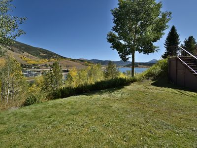 In-Town- Mountain, Lake Views. Walk to Marina, Farmers Market, Restaurants