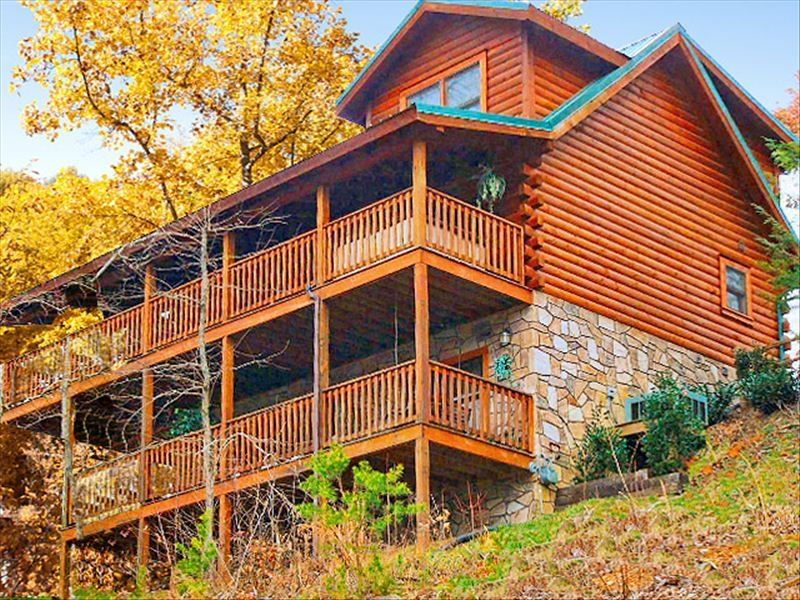 Gorgeous pano views bbfs open 11 13 17 1 homeaway for Luxury pet friendly cabins in gatlinburg tn