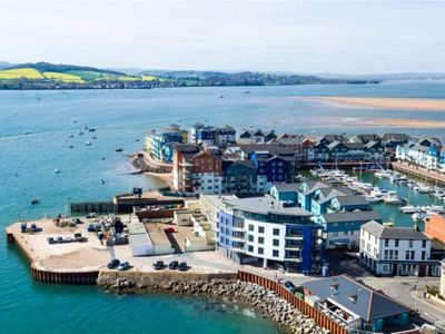 Photo for Super two bedroom apartment on Exmouth quay