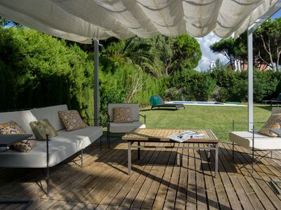 Photo for Great combination of comfy living areas both inside and out, less than 200m from the beach.