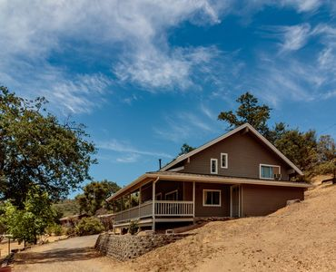 Photo for Peaceful Mountain: Updated 3-bedroom house near Yosemite and Bass Lake