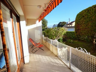 Photo for Bright apartment close to the beach, fully equipped and everything on foot!