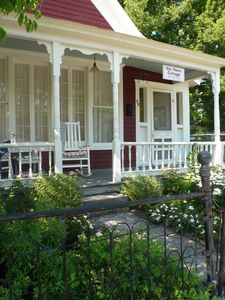 Elk Street Cottage, located on a quiet street and only a 5 min walk from downtow