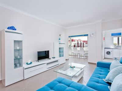 Photo for Central One Bedroom Apartment with Pool and Sea View in Albufeira