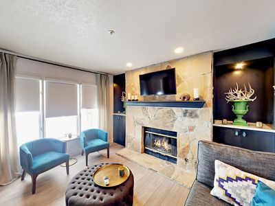 Living Area - Welcome to Park City! This rental has a luxurious living room with gas fireplace, flat screen TV, and complimentary Wi-Fi.