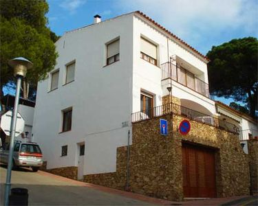 Photo for 2 bedroom Apartment, sleeps 5 with WiFi and Walk to Beach & Shops