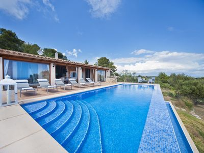 Photo for Beautiful villa with panoramic views of the sea, located in the hills Genovas