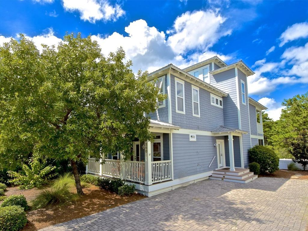 Barefoot Dreams: Luxurious Home   Near Pool   Pet Friendly   4 Bikes  Included!