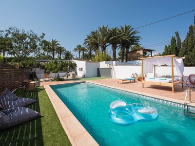 Photo for Quiet 2 bed House Close to Beach with Private Pool - Perfect for Families