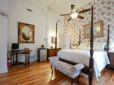 Photo for Brownstone Garden Suite, Flat/Easy walk to Downtown, View of Train Station, Amazing Architecture