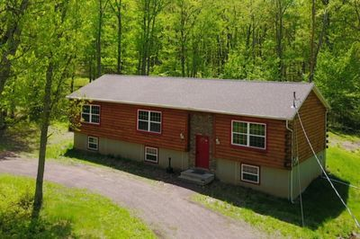 Log Cabin Home Has 6 Bedrooms And 3 Baths.Big Party Area Inside And Deck Outside