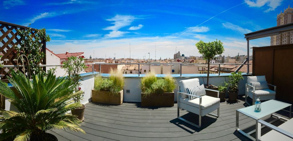 Luxury penthouse with large terrace and views of the center of Madrid with WIFI