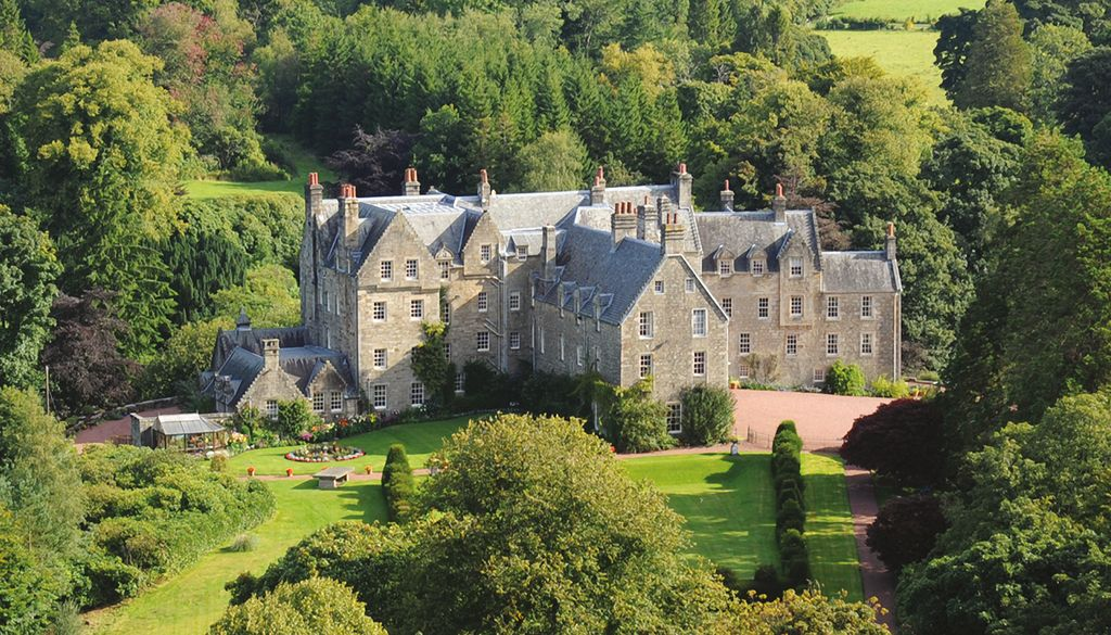 Luxury wing of 5 scottish castle on privat homeaway for Stay in a haunted castle in scotland
