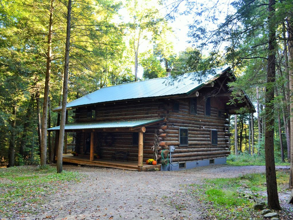 Secluded cabin in the woods of pennsylvania townville for Lake cabin rentals pennsylvania