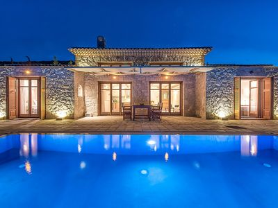 Photo for Tasteful Single Storey Villa with Private Pool and Outdoor Jacuzzi, Direct Access to the Sea!