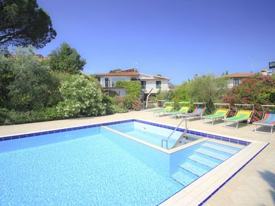 Photo for Nice apartment in villa for 9 guests with WIFI, A/C, private pool, TV, pets allowed and parking