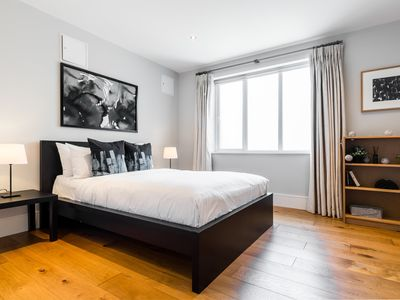 Photo for Modern 2 bed in Battersea close to Chelsea