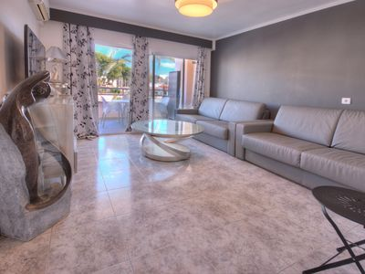 Photo for Private residence, Fully equipped apartment, Swimming pool, Parking, 100m from the beach
