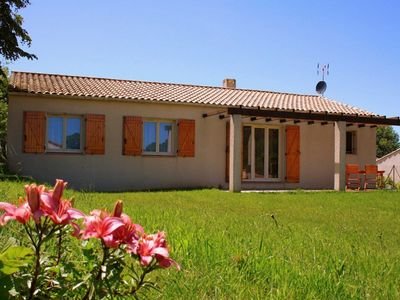 Photo for Modern and bright bungalow with swimming pool and tennis court, near Carcassonne