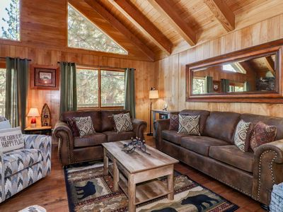 La Maison: Walk to Snow Summit! Pool Table! Hot Tub! Fireplace! Cable TV! BBQ! Wet Bar!